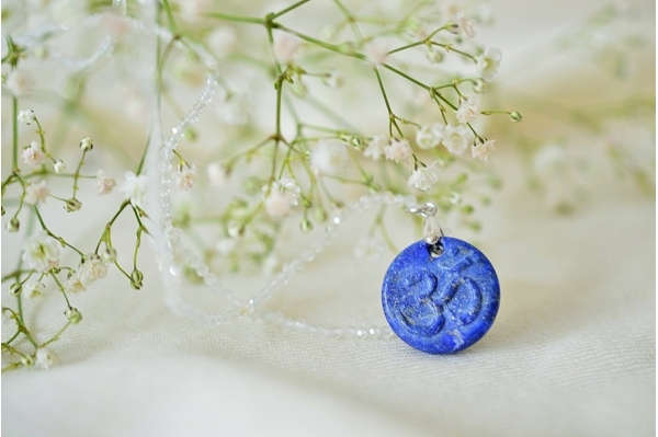 Pendentif Om lapis lazuli