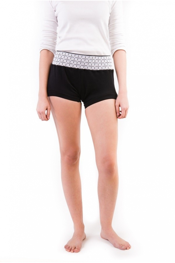 Black graphic yoga short The line